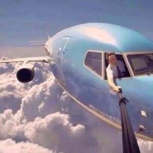 full_selfie-pilote-avion